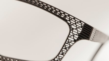 Unique and cost-effective: The filigree grid structure of the Hoet spectacle frame is made of titanium from an EOS M 290