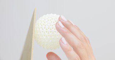 Hand with Rhomball, 3D printing, EOS | © EOS