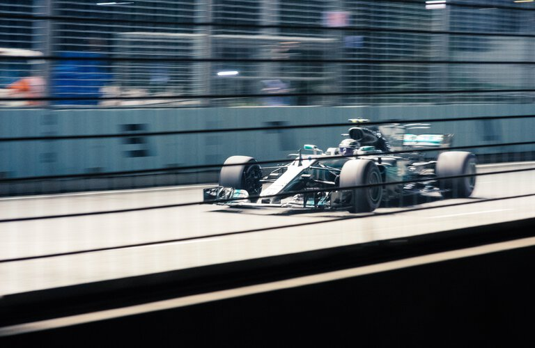 F1 Rennfahrzeug | © Photo by chuttersnap on Unsplash