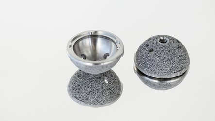Hip cup printed in titanium with porous surface for better bone ingrowth | © EOS