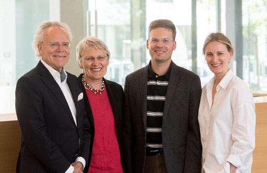 Langer family (from left): Dr. Hans J. Langer with wife Hella, son Uli and daughter Marie | © EOS