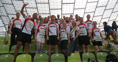 EOS employees as running team at the b2run in Munich's Olympic Stadium | © EOS