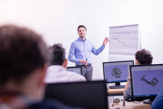 Each course leader is an expert in his field with at least two years of work experience in the additive manufacturing industry.