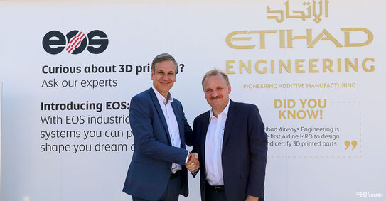 Markus Glasser, Senior Vice President Export Region bei EOS and Bernhard Randerath, Vice President Design, Engineering and Innovation bei Etihad Airways Engineering.