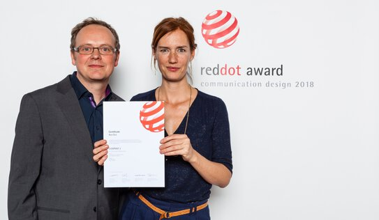 Stefan Häber (CEO) and Ariane Jäger (Senior UX Consultant) receive the prize for the EOS / UseTree team.